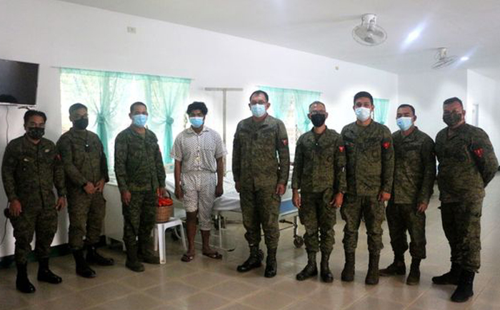 Wounded soldier receives medal after Zambo Norte clash